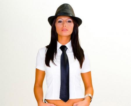 Галстук: стильный женский аксессуар. С чем носить женский галстук.