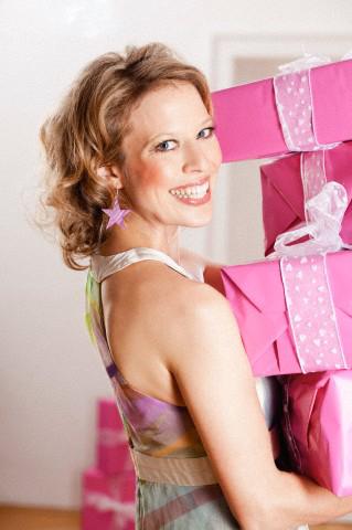 Что можно подарить женщине на юбилей 50 лет?