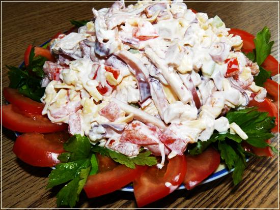 Лучшие и простые салаты с кальмарами