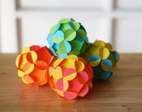 Сделать шарик из бумаги на новый год