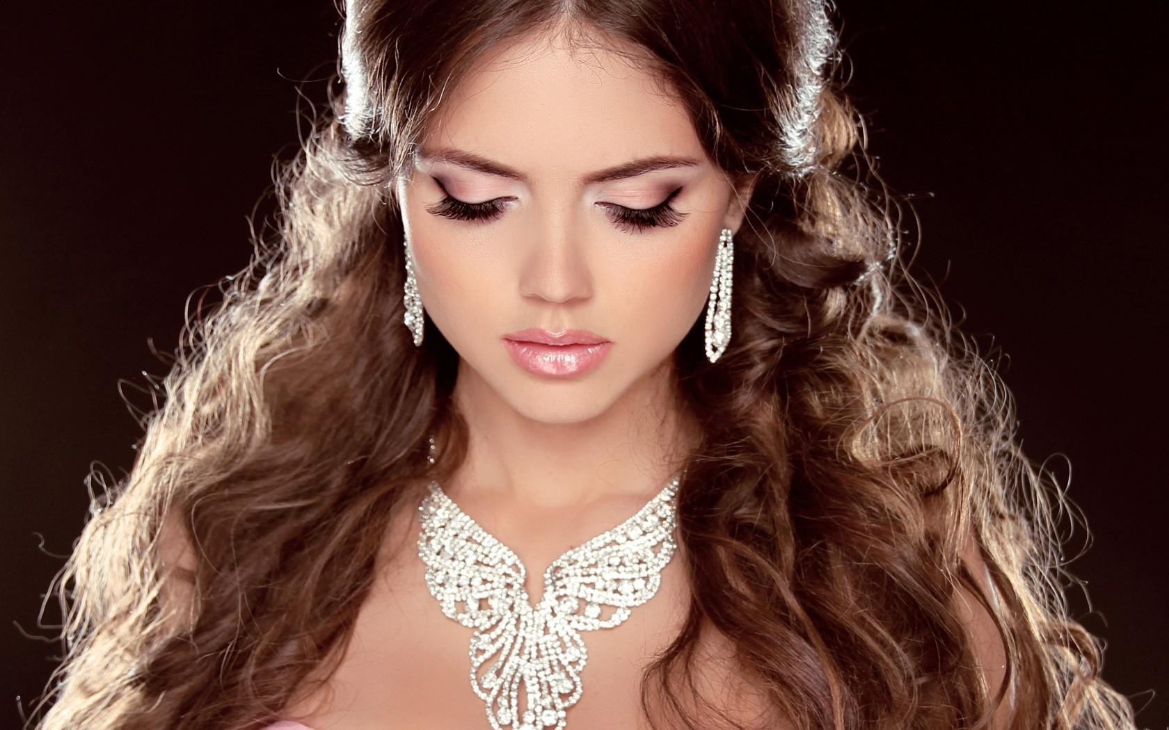 http://womanfaq.ru/uploads/posts/2014-09/1409740614_kak-vybrat-kachestvennuyu-bizhuteriyu.jpg