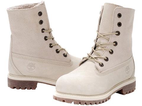 Естественно чем закрасить сбитые носки белых туфель там традиционно юные