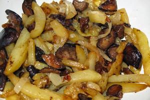 жарим картошку на сковороде с луком